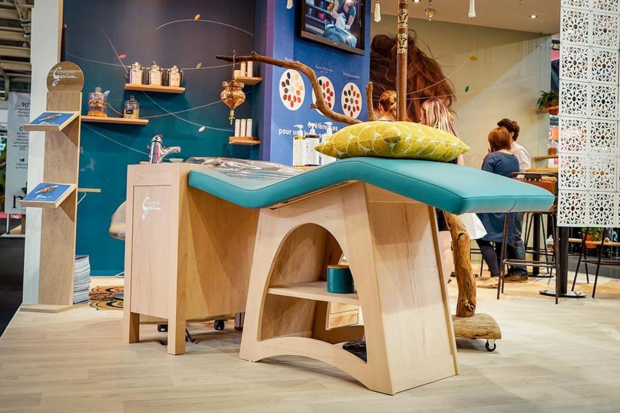 table semi-allongée pour salon de coiffure